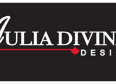 JULIA DIVINA