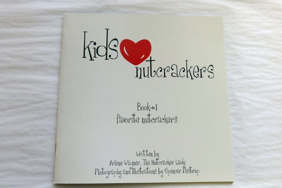 LNM32 Kids Love Nutcrackers Book