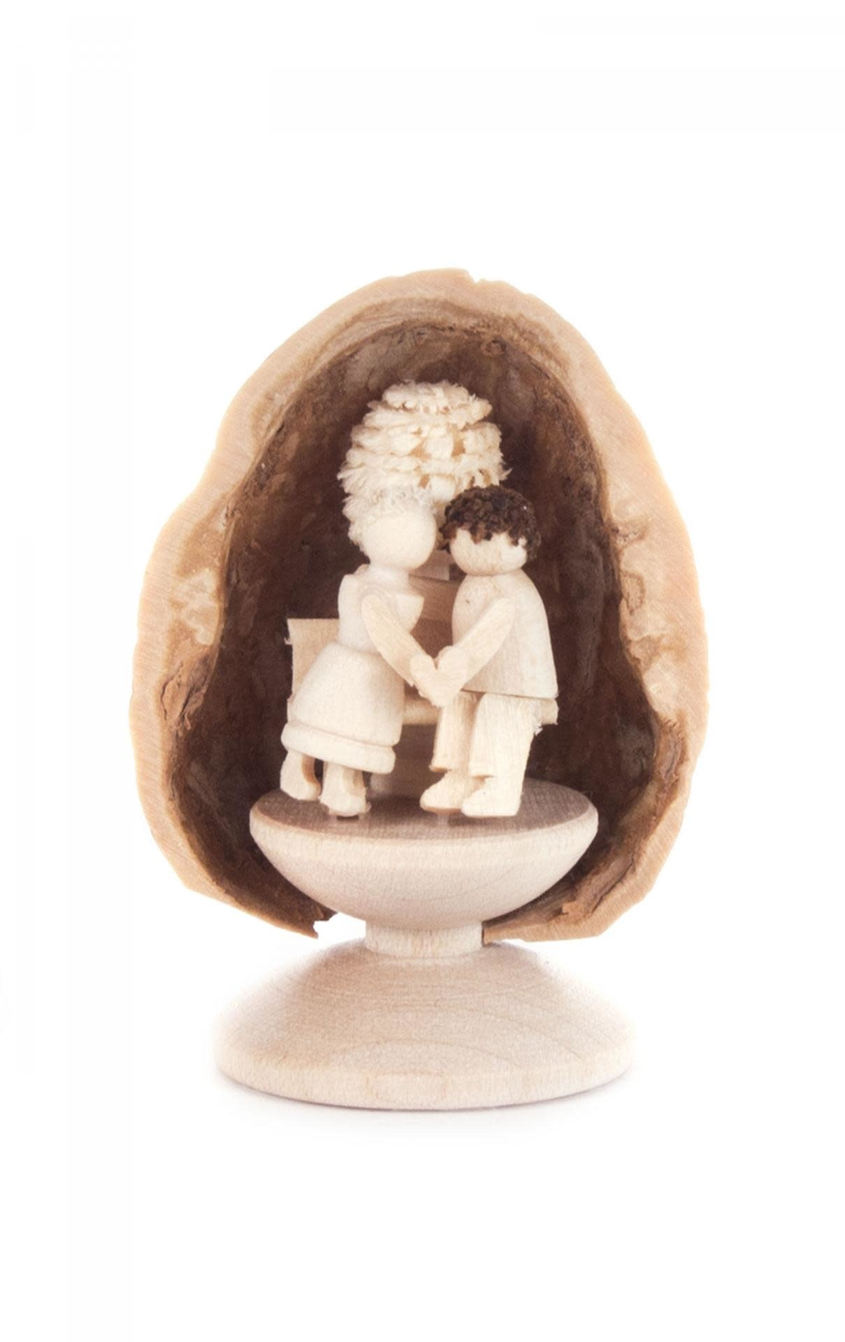 199/481S  Walnut shell with lovers - kissing