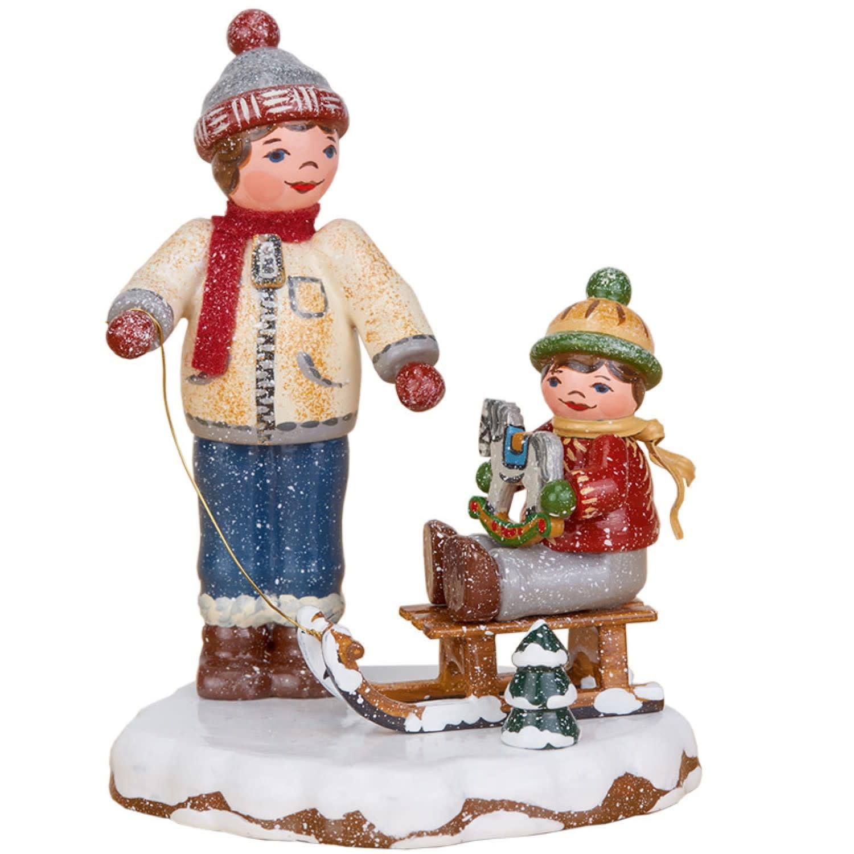 110h0062 Winter Children Best Friends - 3.14 inches high