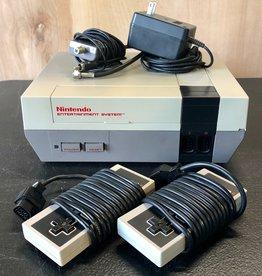 NES Nintendo NES Consolde w/ 2 Controllers