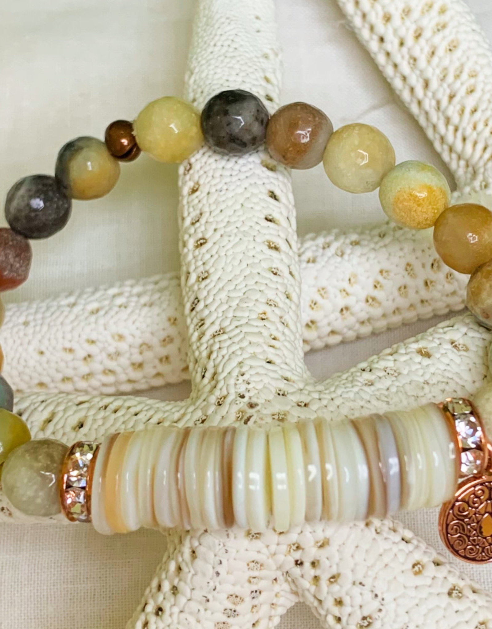 DE LA TERRE NATURAL AGATE BEAD WITH SHELL RONDELLE