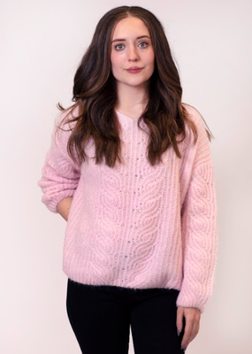 Lyla & Luxe Iberis soft v-neck sweater