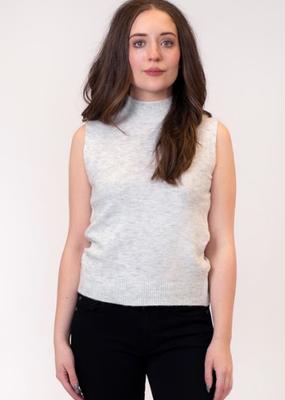 Lyla & Luxe Shell Sleeveless Pullover
