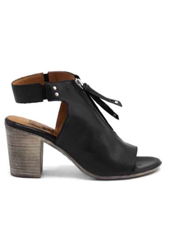 Miz Mooz Saga shoe