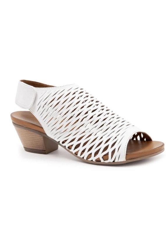 Bueno Lacey sandal