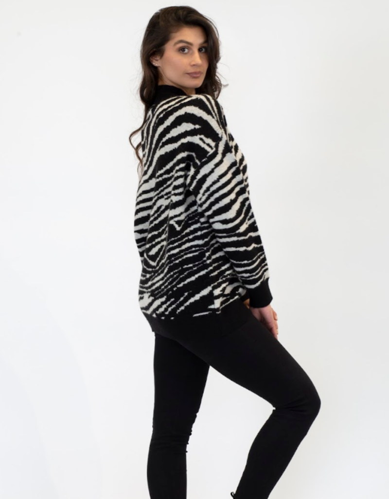 Lyla & Luxe Lyla Briggs sweater