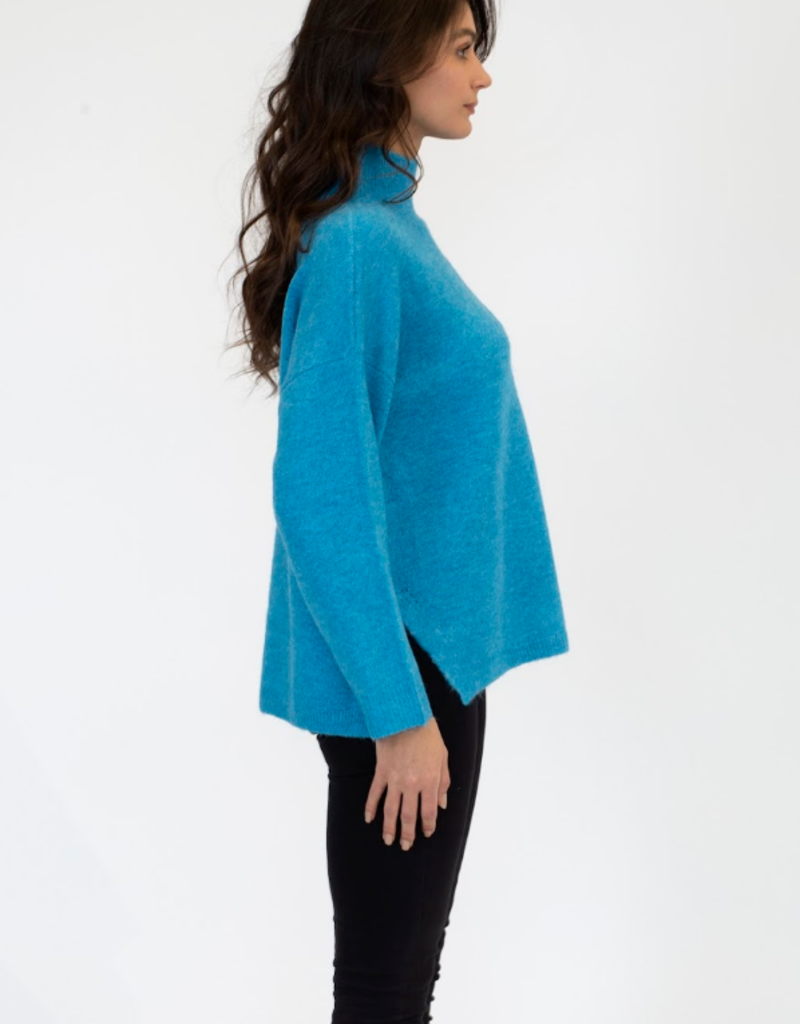 Lyla & Luxe Lyla Tulu sweater