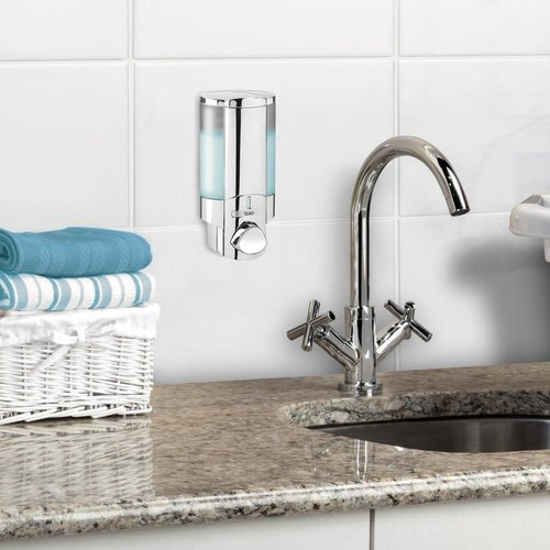 Pompe murale chrome Aviva par Better Living