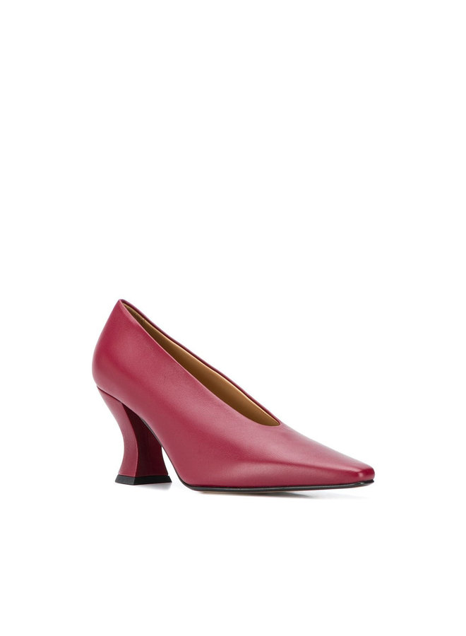 Pointy Toe Pump in Leather in Burgundy