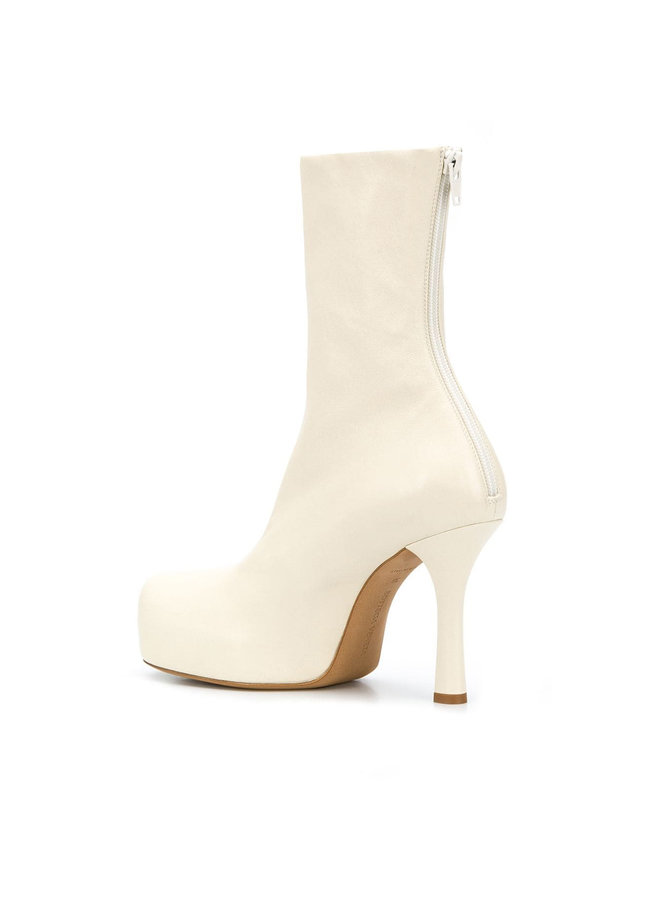 Bold Ankle Boots in Leather in Off White