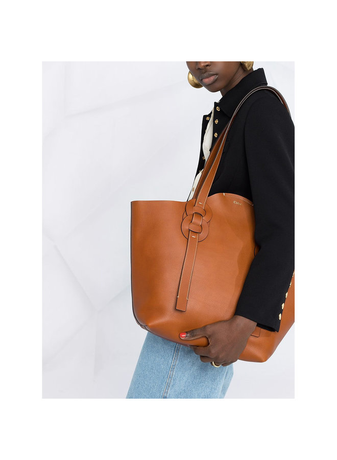 Darryl Medium Tote Bag in Leather in Caramel