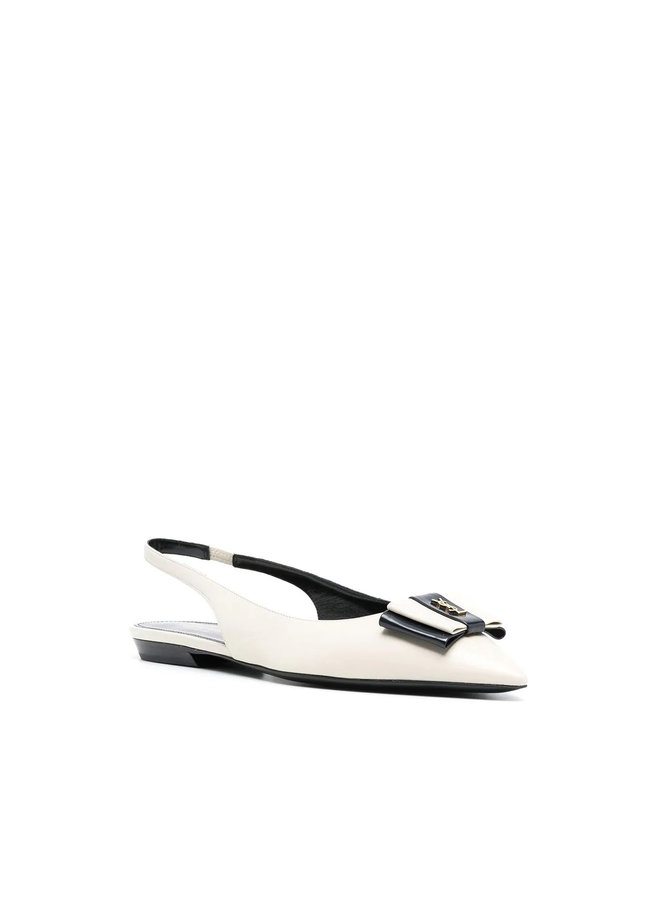 Anais Flat Slingback Pump in Leather in Pearl/Navy