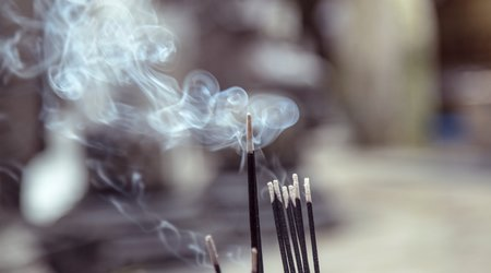INCENSE, SMUDGES & HERBS