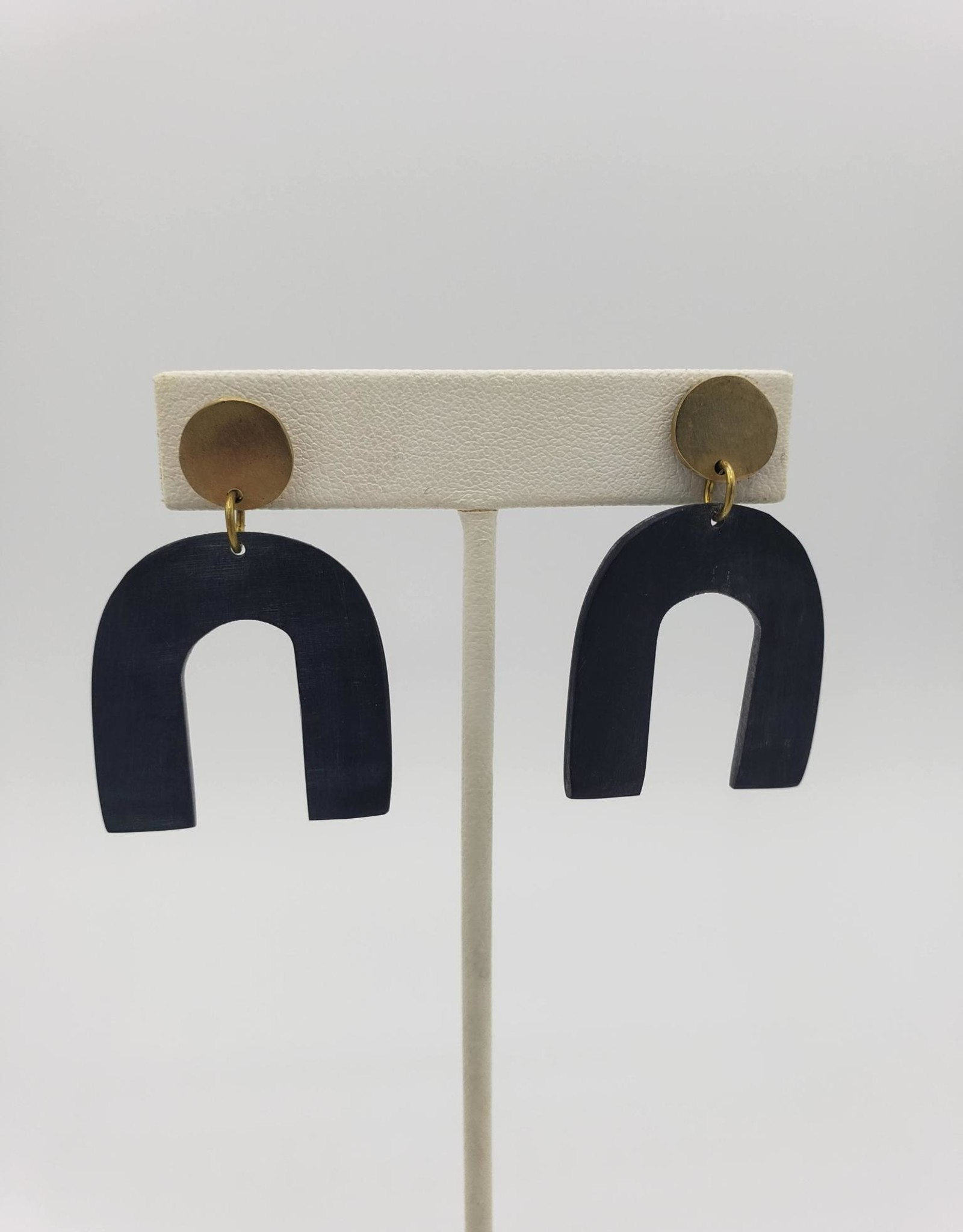 Amsha Petite Arch Black Horn Earrings