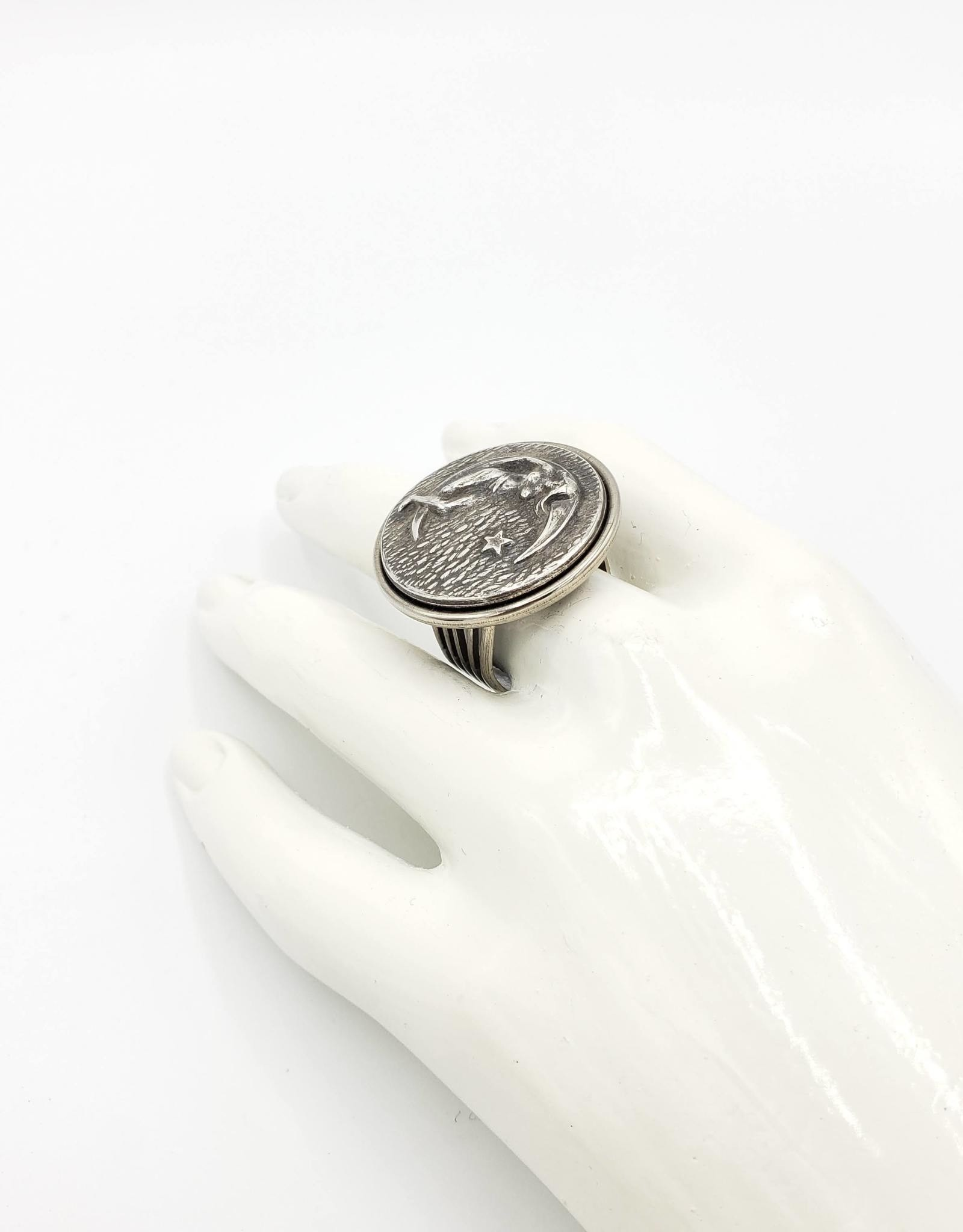 Lady in The Moon Ring, Adjustable