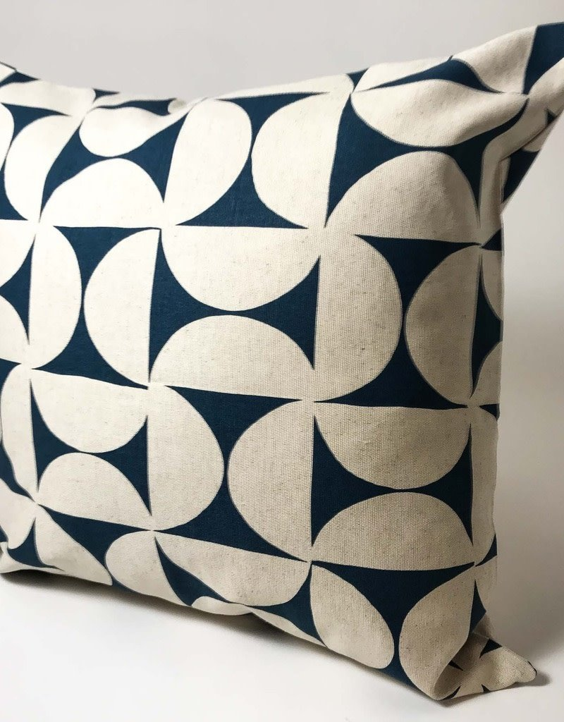 PILLOW COVER 50X50 BLUE PINWHEEL
