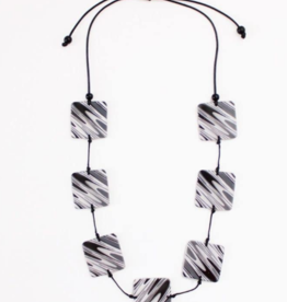 BLACK AND WHITE NAOMI NECKLACE