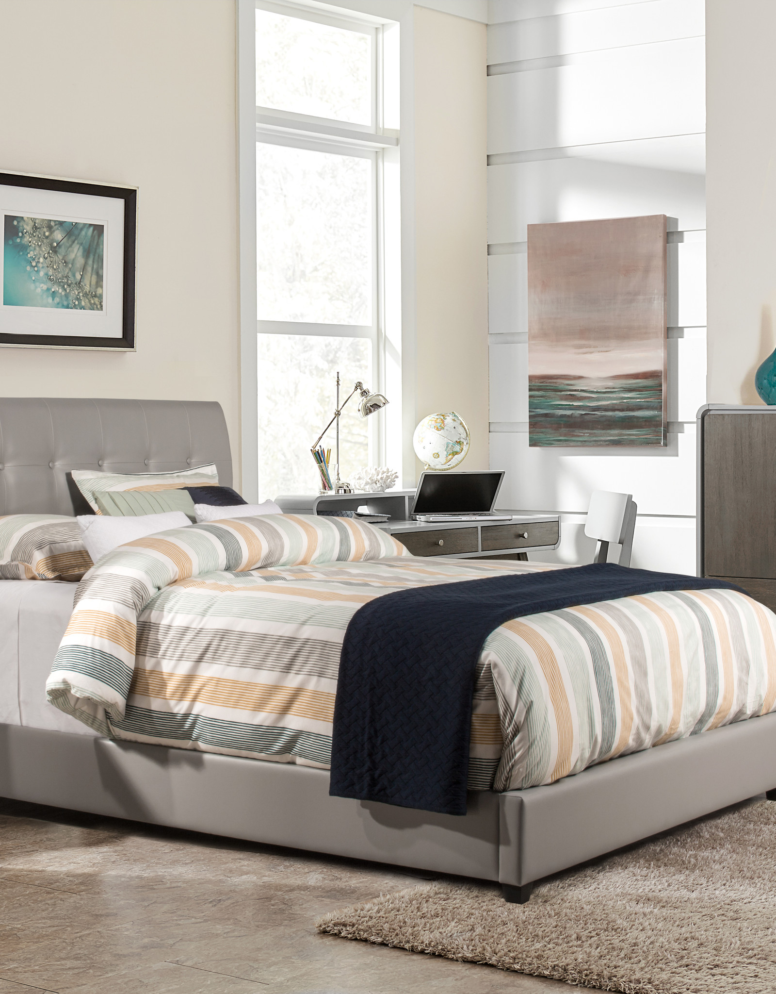 Lusso Bed (Gray) (Includes headboard, footboard, and rails)
