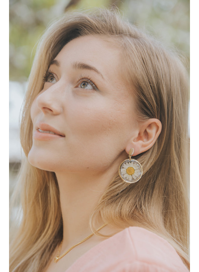 Large Dried Daisy Flower Glitter Resin Stud Earrings w/ Gold Disc