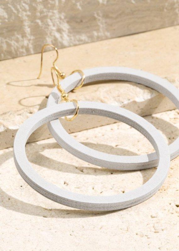 URBANISTA WOOD RING EARRINGS WHITE