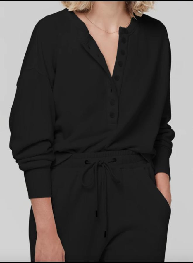 CORA HENLEY SWEATSHIRT IN BLACK