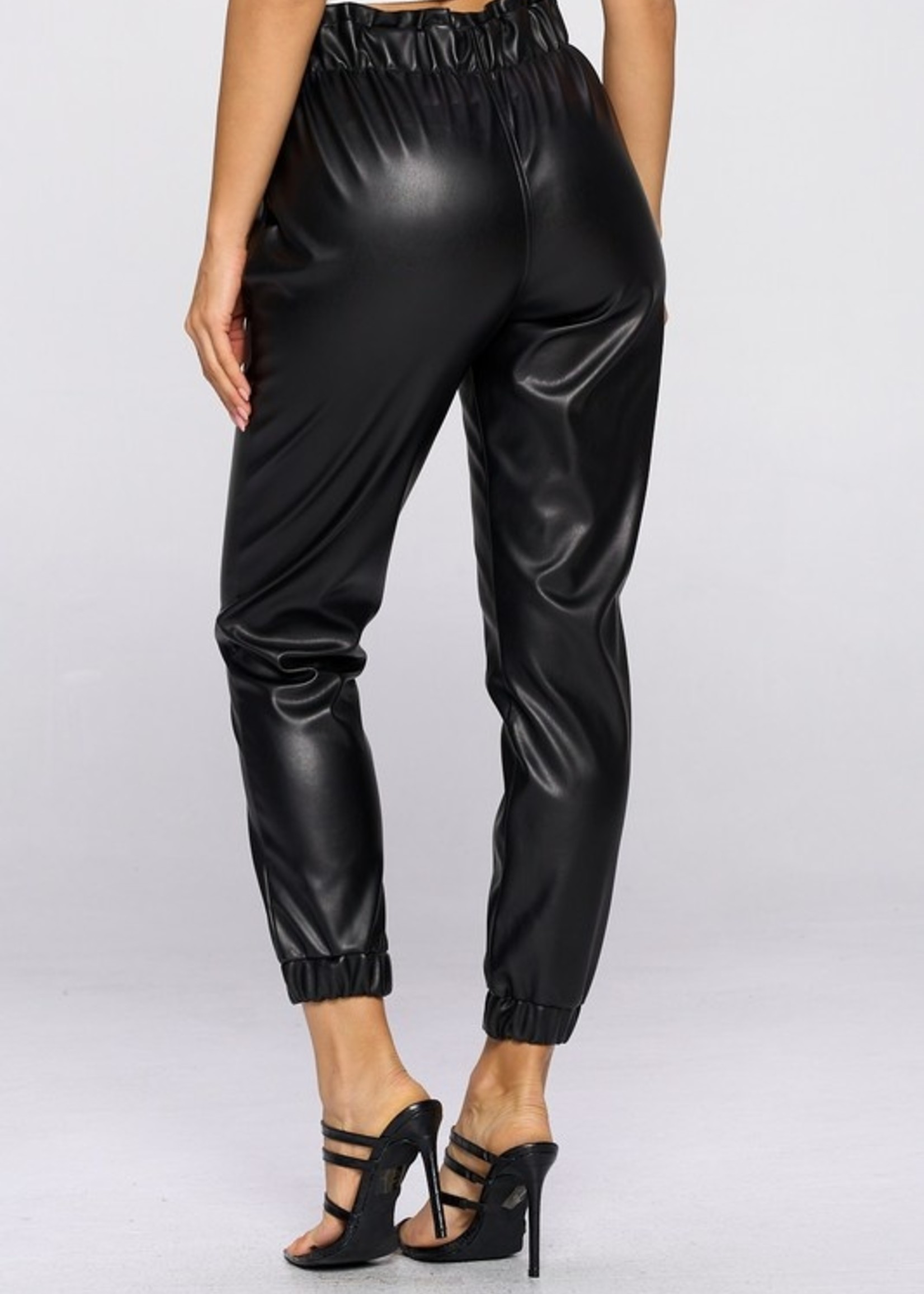 Paperbag leather jogger