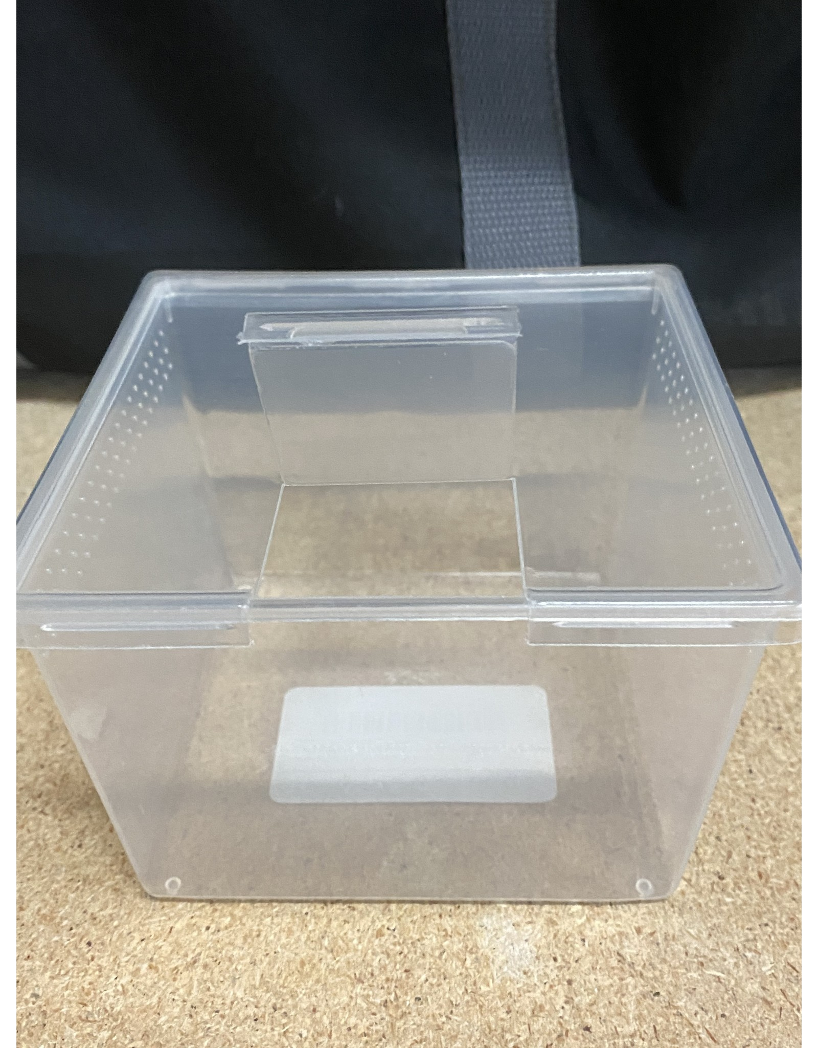 Pet-Tekk PET-TEKK Square Punched Deli Container with Lid