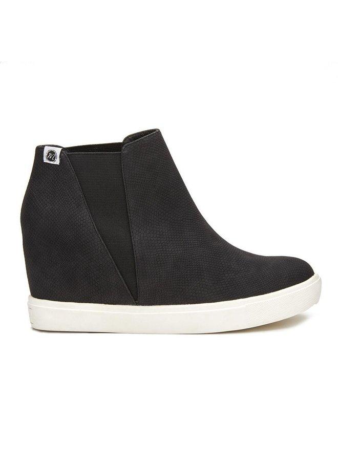 Lure Black Lizard Pull-On Sneaker