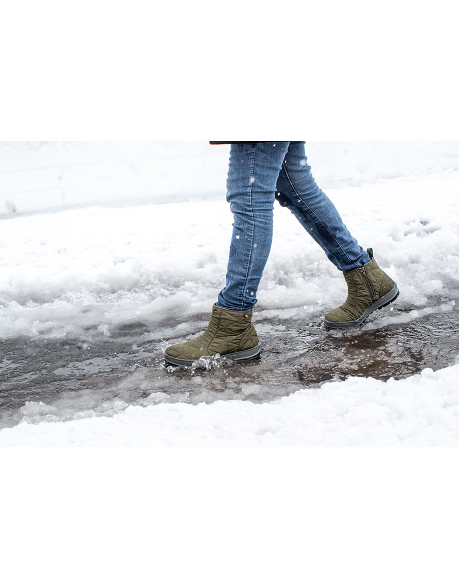 BOGS WOMEN'S SNOWDAY LOW BOOT-WINE