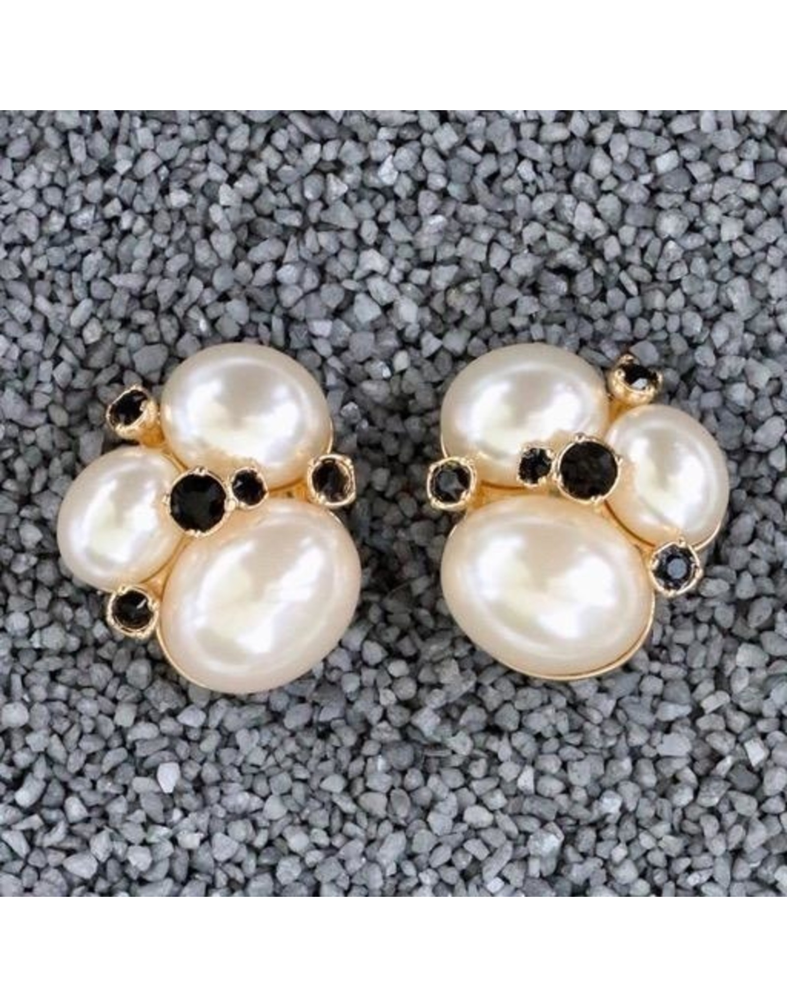 VC Italy VCExclusives: Three Large Stones w/Pearl<br /> Black Stones