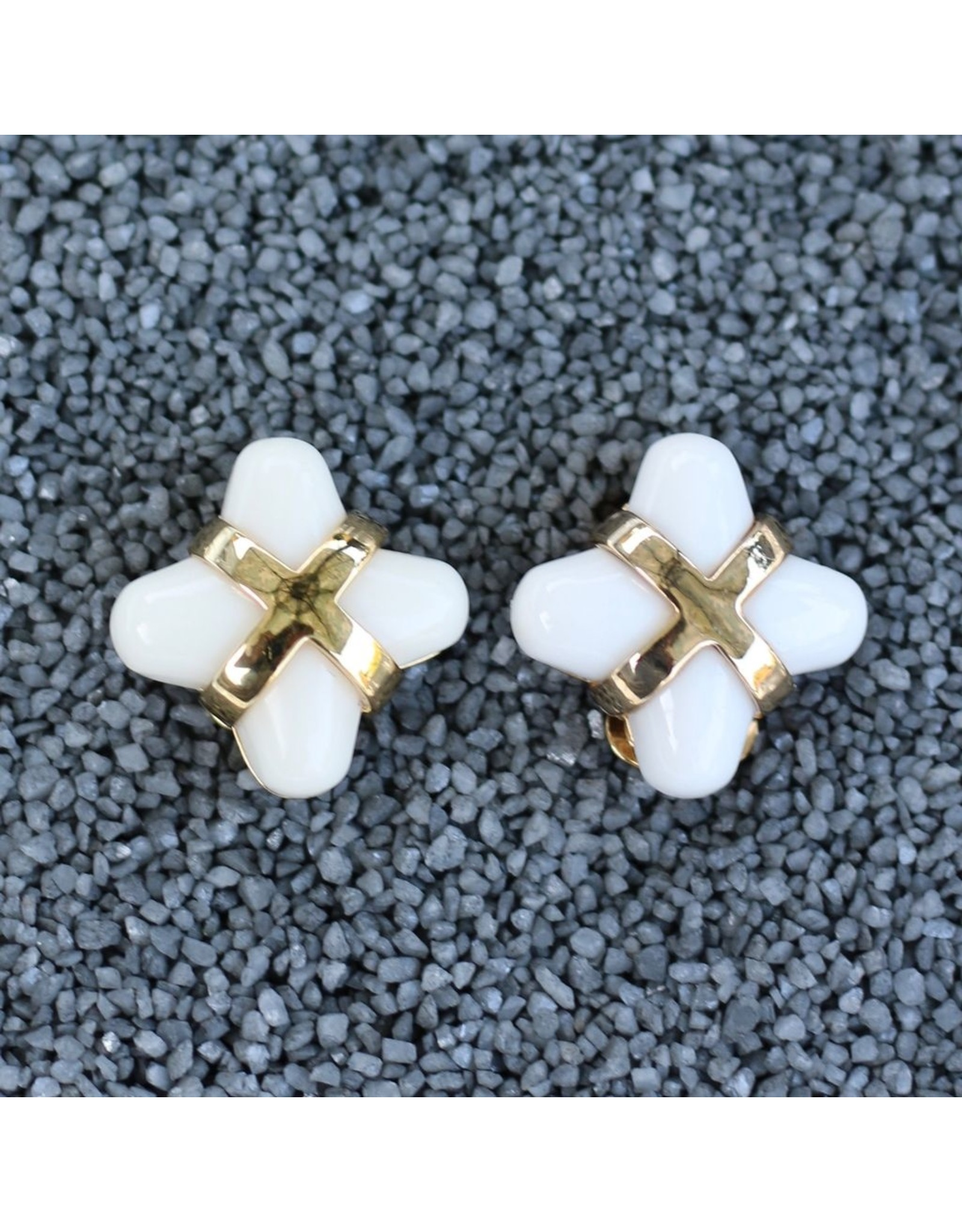VC Italy Little Package White Clip Earring