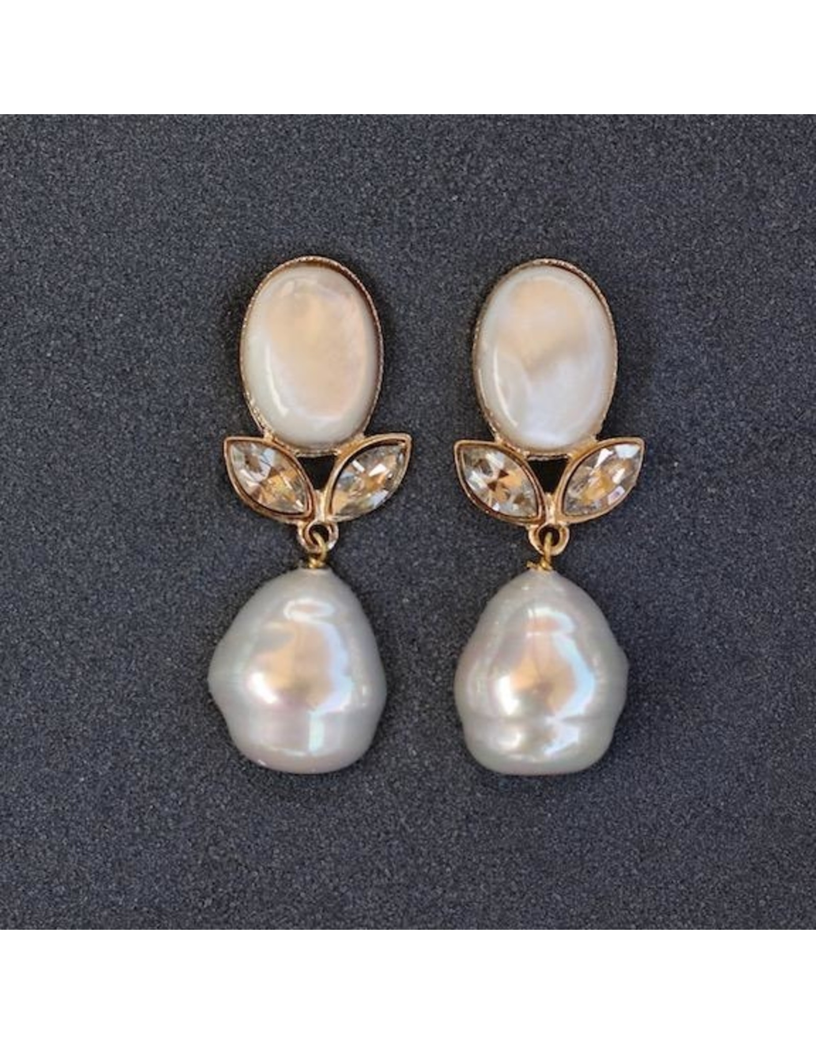 Philippe Ferrandis VCExclusives: Linda White Pearl Pierced