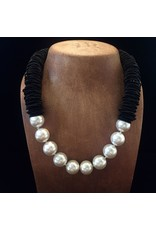 Sea Lily VCExclusives: Caterpillar Black w/Pearls