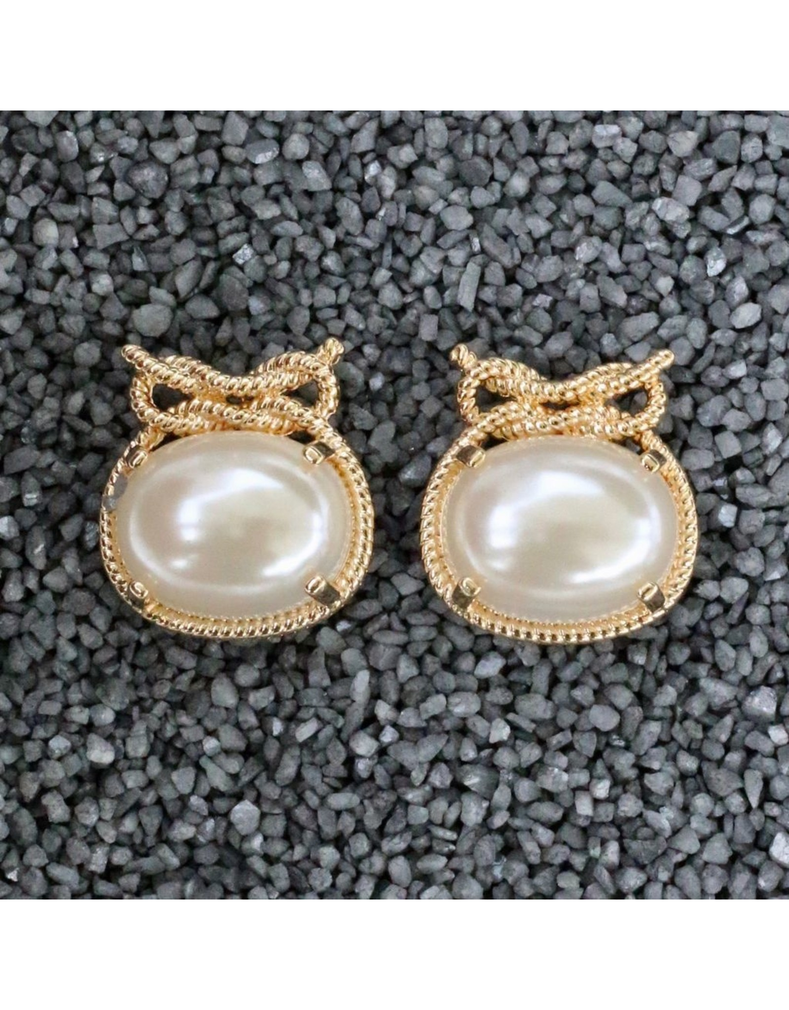 VC Italy Patricia Pearl with Gold Rope Clip Earring