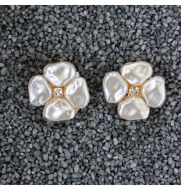 VC Italy VCElusives: Petite Pearl Flower Pierced