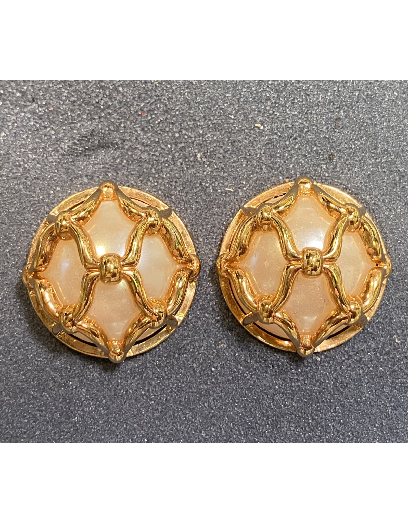 VC Italy Gold and Pearl Clip Earring