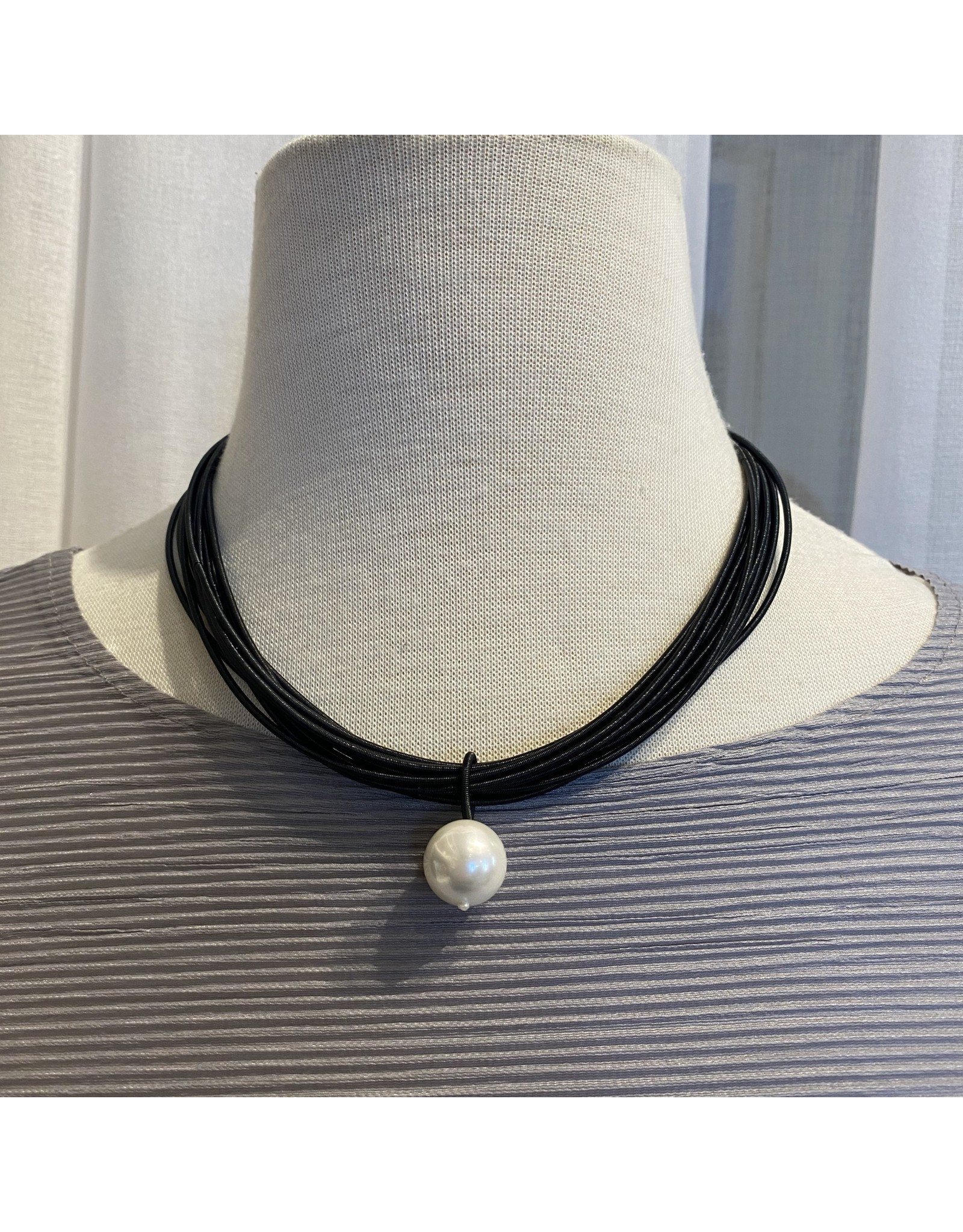 Sea Lily Single Pearl Drop With Black