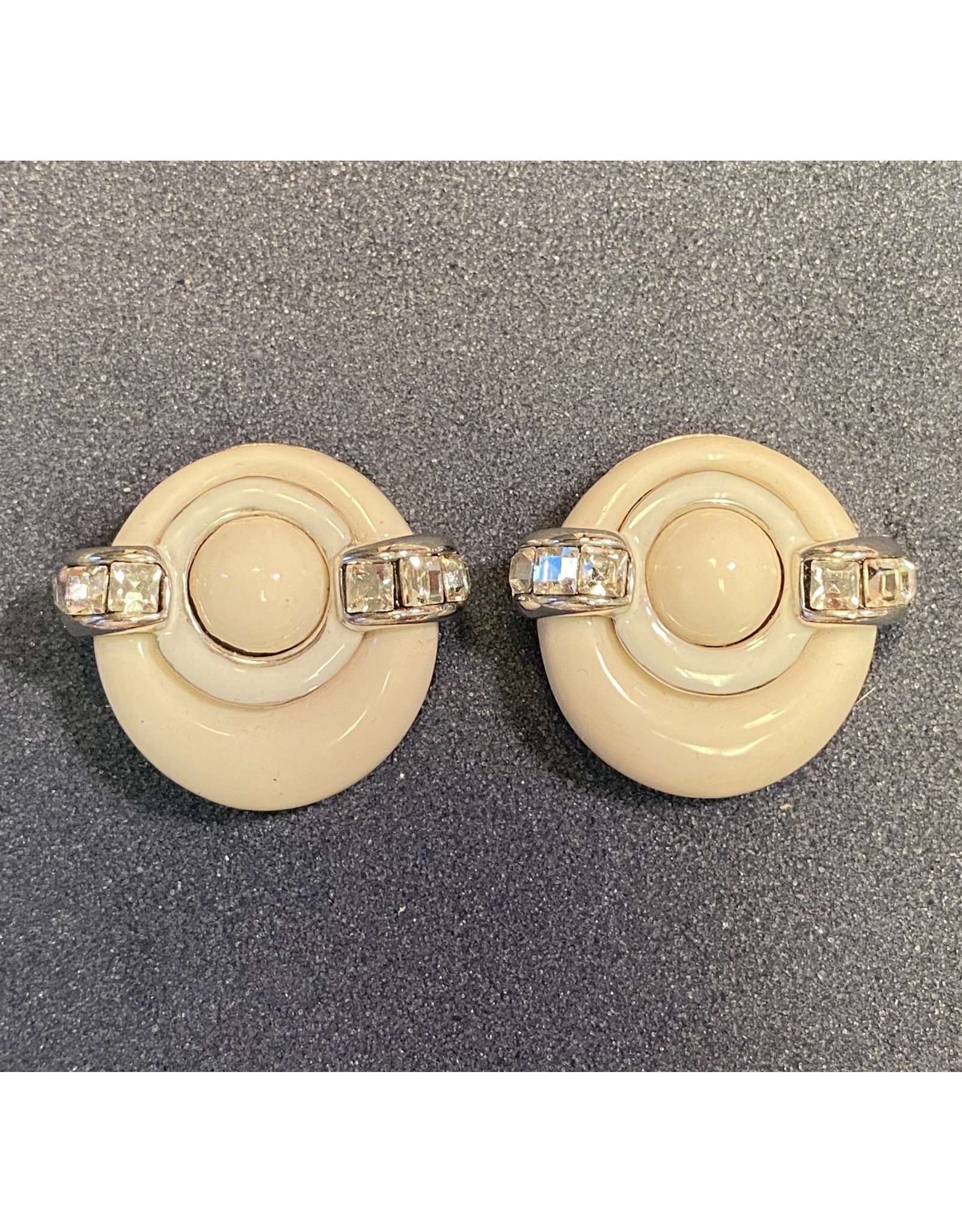 VC Italy White Round Clip Earrings