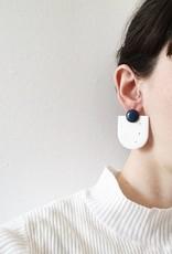CartoucheMTL Boucles d'oreilles Audrey Blanc Confettis CartoucheMTL Bleu foncé