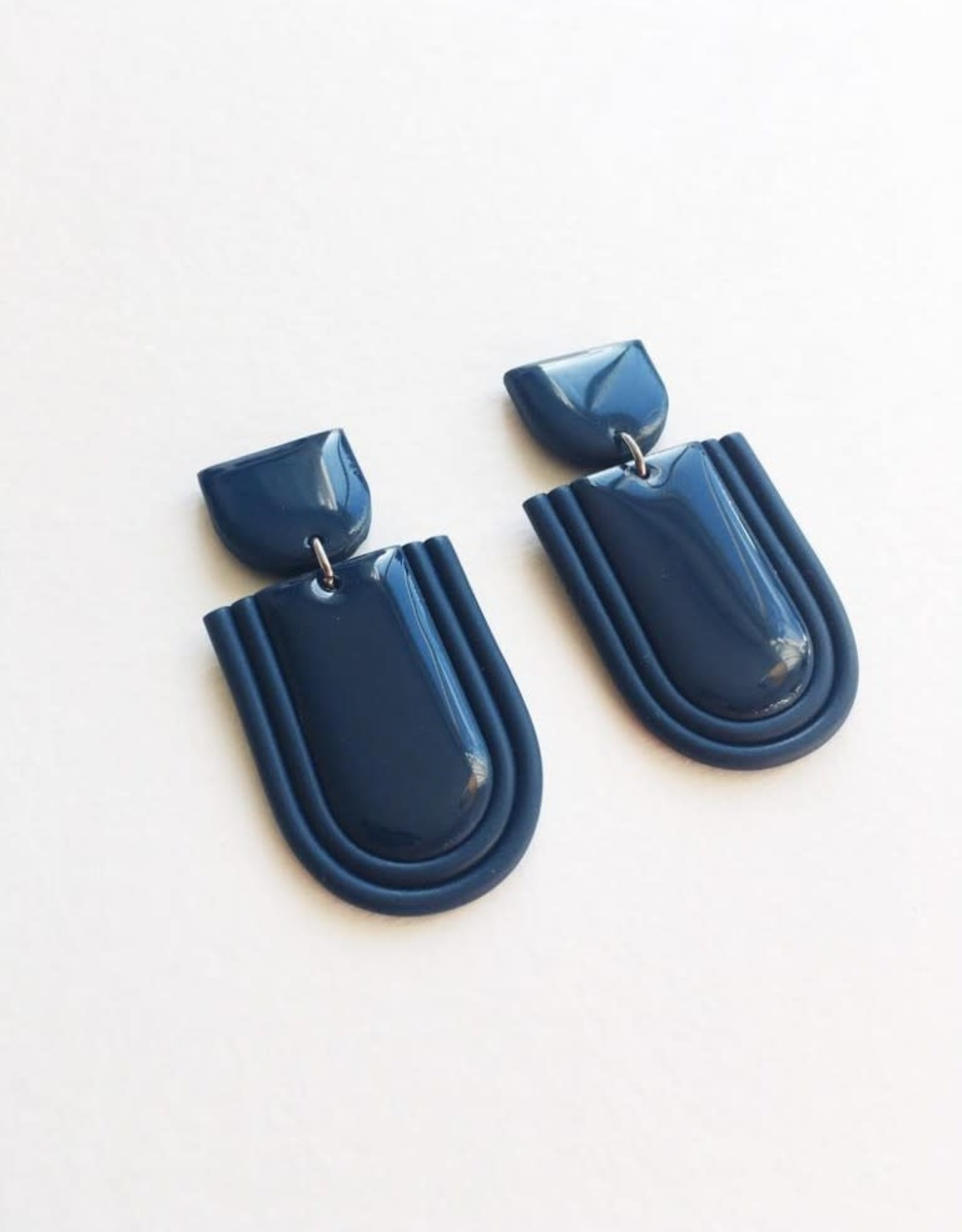 CartoucheMTL Boucles d'oreilles Élise CartoucheMTL Bleu foncé