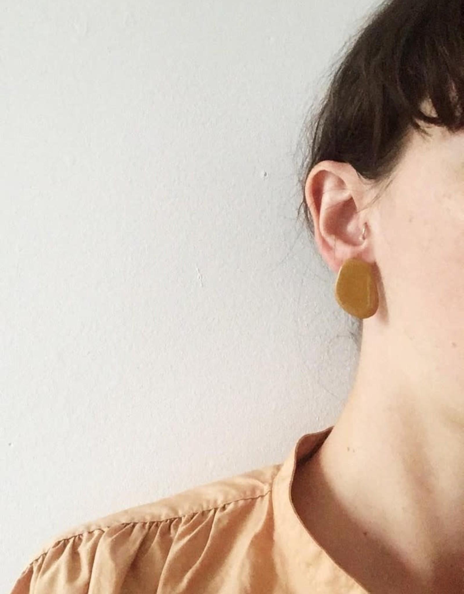 CartoucheMTL Boucles d'oreilles Inès CartoucheMTL Moutarde