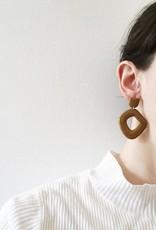 CartoucheMTL Boucles d'oreilles Suzanne CartoucheMTL Moutarde