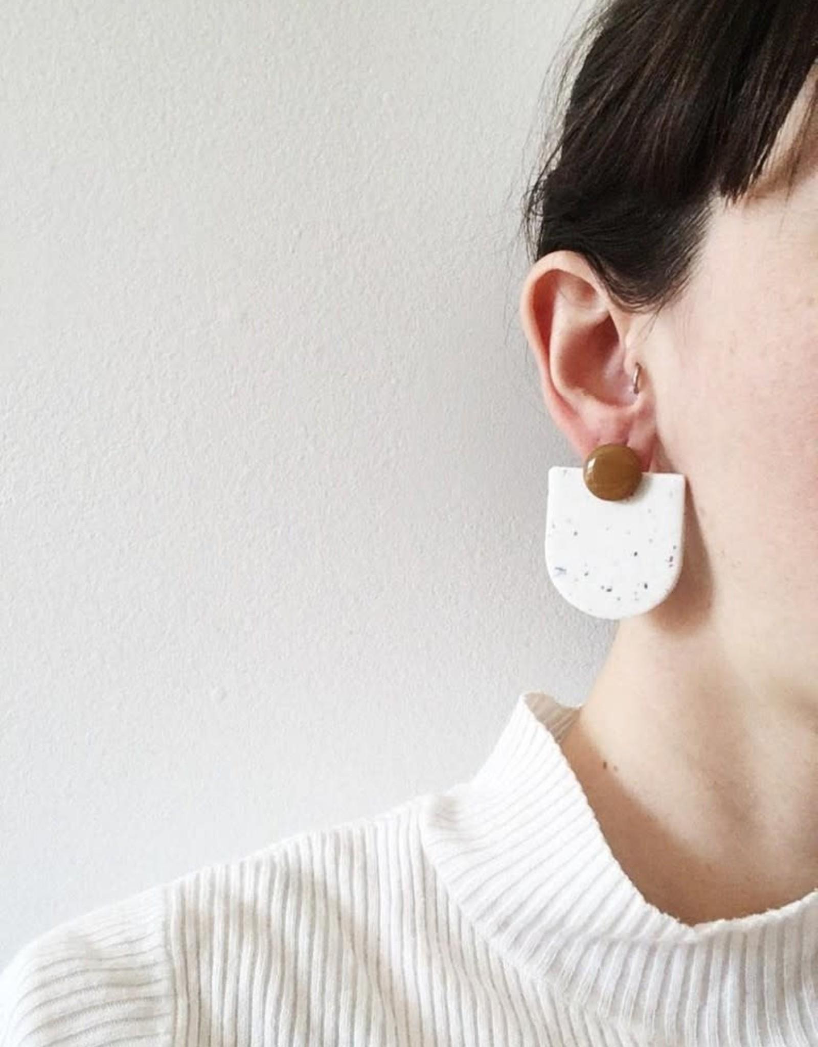 CartoucheMTL Boucles d'oreilles Audrey blanc confettis CartoucheMTL Terracotta