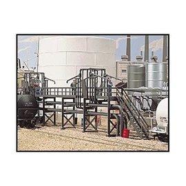 "Walthers Cornerstone Oil Loading Platform -- Kit HO - 7 x 13/16""  17.8 x 2.1cm"