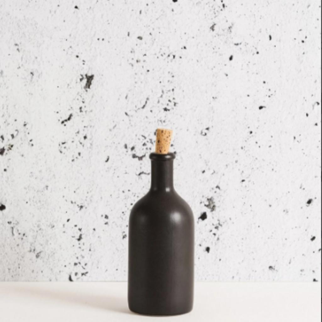 Gharyan Olive Oil Bottle Jazz 21 oz Matte Black