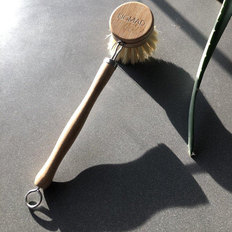 NOMAD Bamboo Pot Brush w/handle