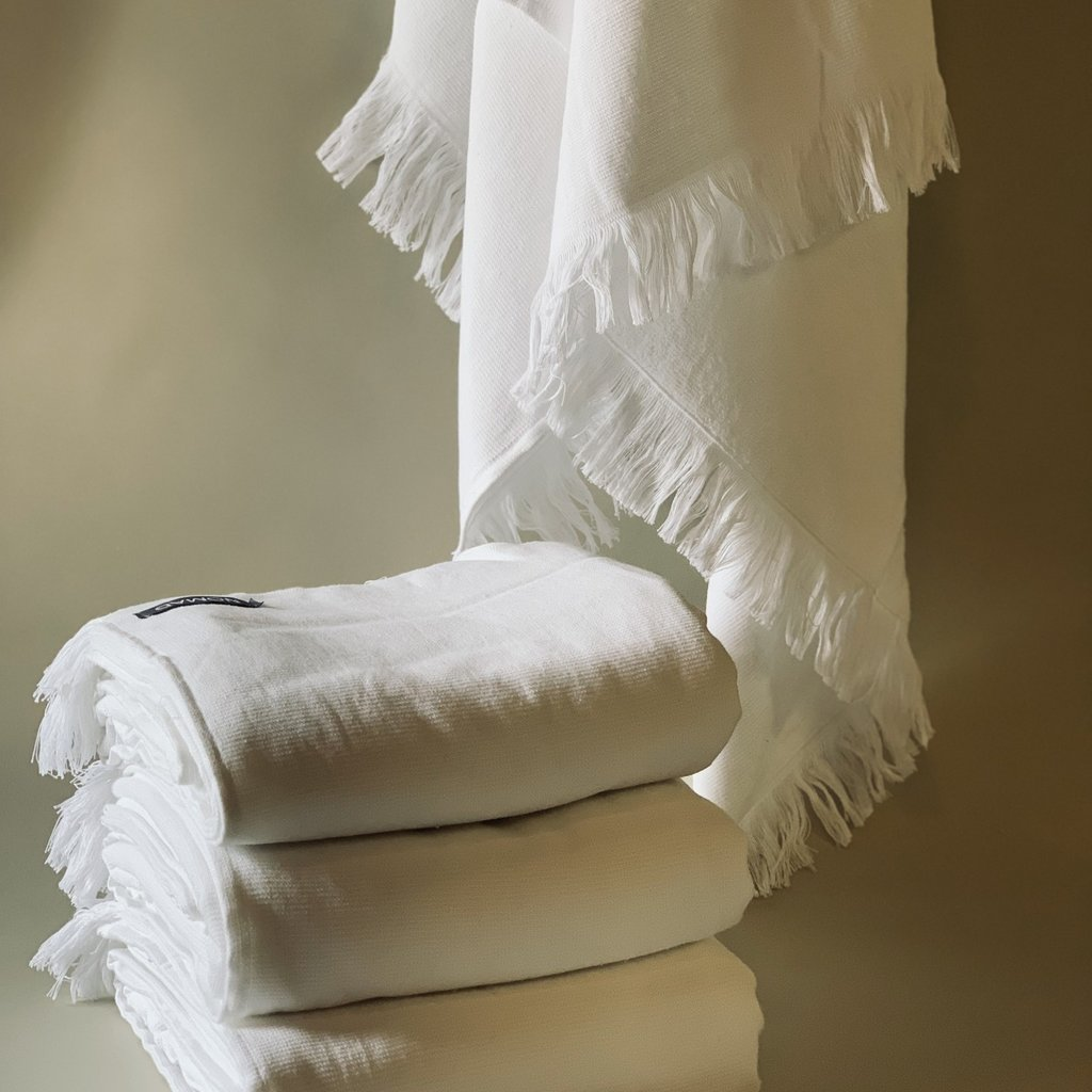 - CLASSIC TERRY TOWEL WHITE
