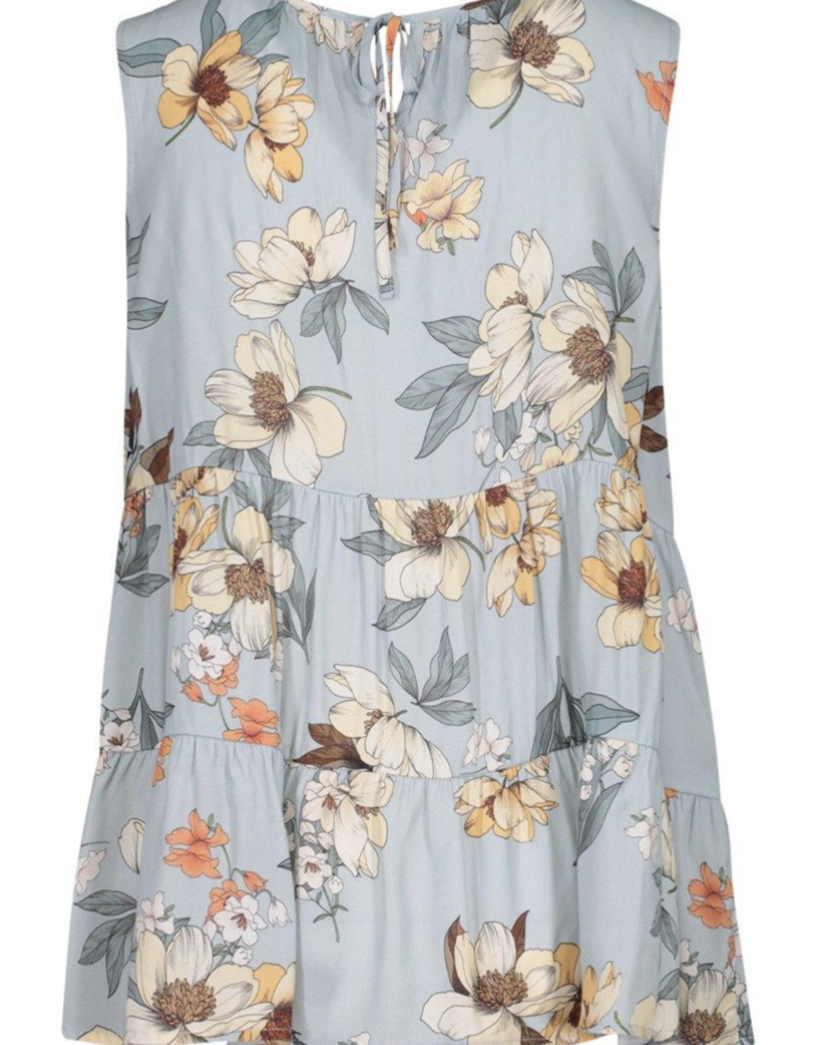 Sleeveless blouse w/ flounce