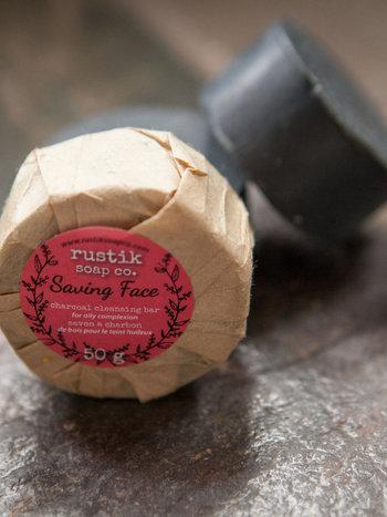 rustik soap co. Barre Nettoyante au Charbon Saving Face rustik soap co. 50g
